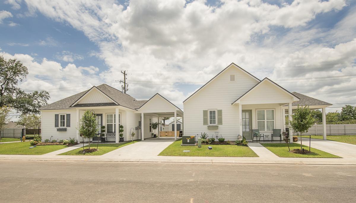 25_Model Homes